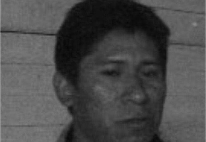 Reynaldo Cobá, en foto tomada cuando se desempeñaba como comandante de la policía de Izamal. (Jorge Moreno/SIPSE)