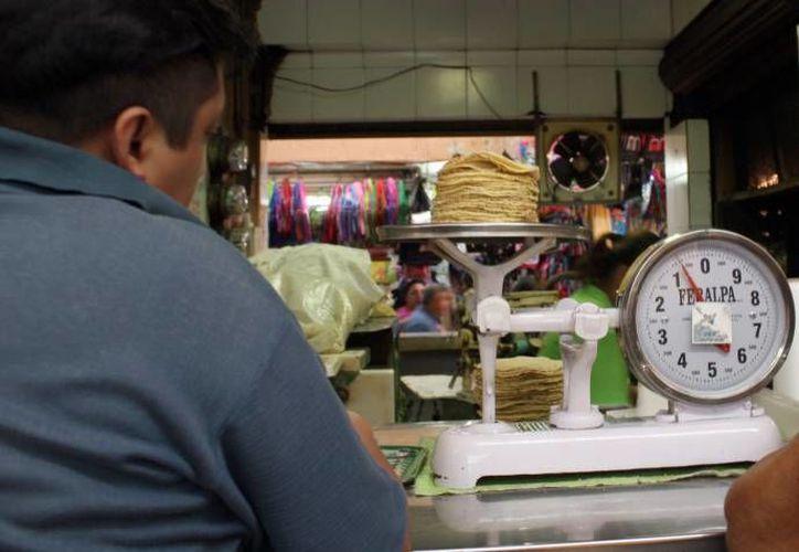 El kilo de tortilla subirá de 14 a 17 pesos en breve. (SIPSE)