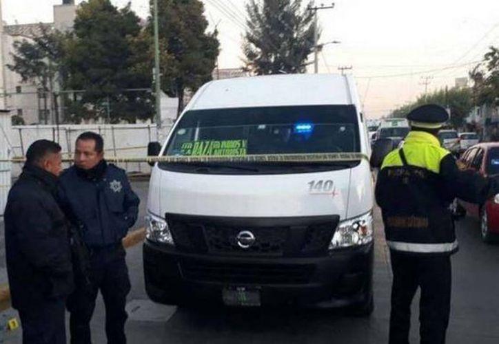 Los agentes de la policía estatal corroboraron el hecho y colocaron cintas de prevención alrededor de la camioneta. (Foto: Eje Central)