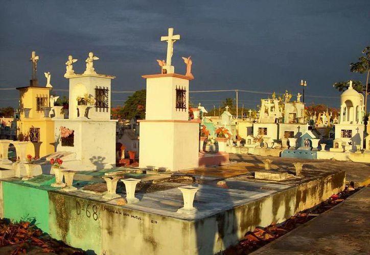 El cementerio de Xoclán es uno de los más grandes del sureste, y por ello abundan las historias paranormales sobre él. (Archivo/SIPSE)