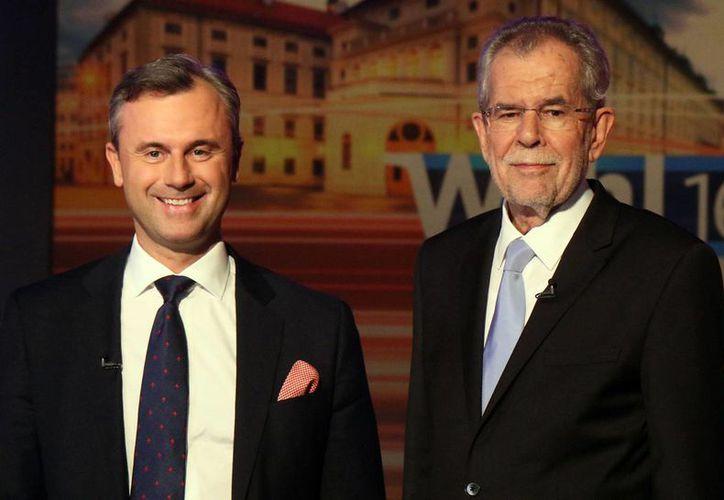 El máximo tribunal austriaco determinó que las elecciones presidenciales en ese país deberán repetirse. En la imagen, Norbert Hofer (izquierda), y Alexander Van der Bellen, de los partidos de la Libertad y Verde, respectivamente. (AP/archivo)