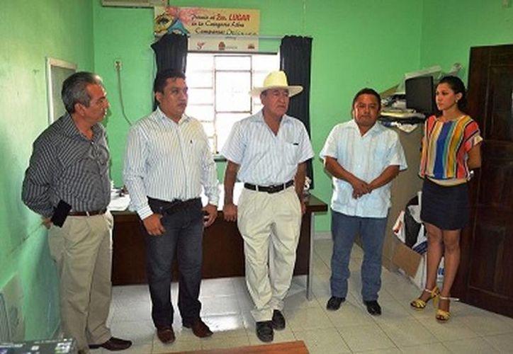 Autoridades presenciaron el nombramiento de Azalea Anahí Romero Rivera como nueva coordinadora de Educación. (Redacción/SIPSE)