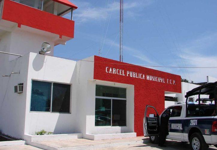 La cárcel de Felipe Carrilo Puerto ahora tiene en la entrada un detector de metal.  (Manuel Salazar/SIPSE)