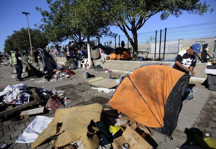 Algunos niños migrantes rescatados pagaron hasta 5 mil dólares a sus 'guías', que luego los abandonaron. En la foto un campamento de migrantes en Tijuana. (Notimex/Foto de contexto)