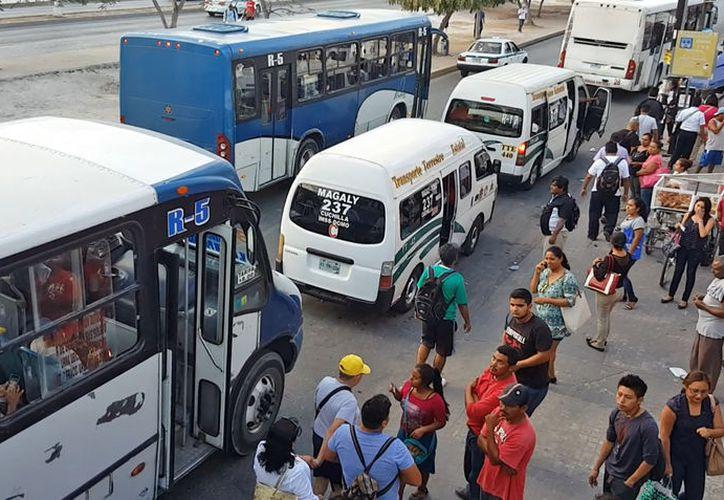 Los transportistas se unieron para reducir el número de unidades que circulan a diario. (Luis Soto/SIPSE)