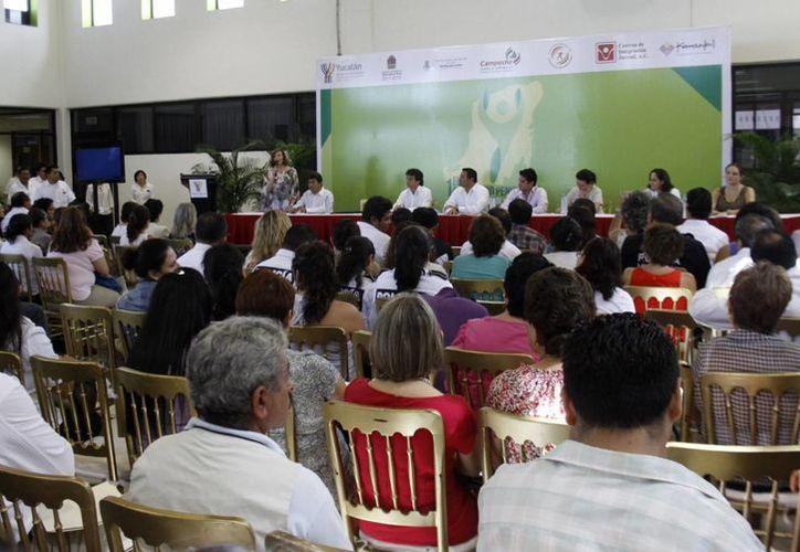 Asistieron al encuentro 250 personas, entre alcaldes y grupos de la sociedad civil. (SIPSE)