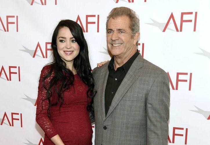 El recién nacido se convierte en el primer hijo de Mel Gibson con Rosalind Ross, quien es su actual pareja.(Chris Pizzello/AP)