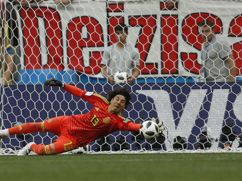 Memo Ochoa, que hace poco fue subcampeón de Liga en Bélgica, podría jugar con el actual subcampeón de Italia (Foto archivo: AP)