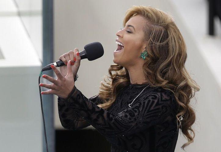Beyonce se echó a la bolsa a todos los que escucharon su interpretación del himno de EU. (Agencias)
