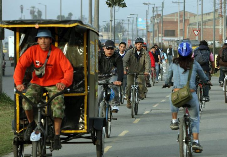 A pesar del gran interés por el uso de la bicicleta en Colombia, todavía falta coordinación entre los actores ciudadanos, los privados y los públicos. (Archivo/EFE)