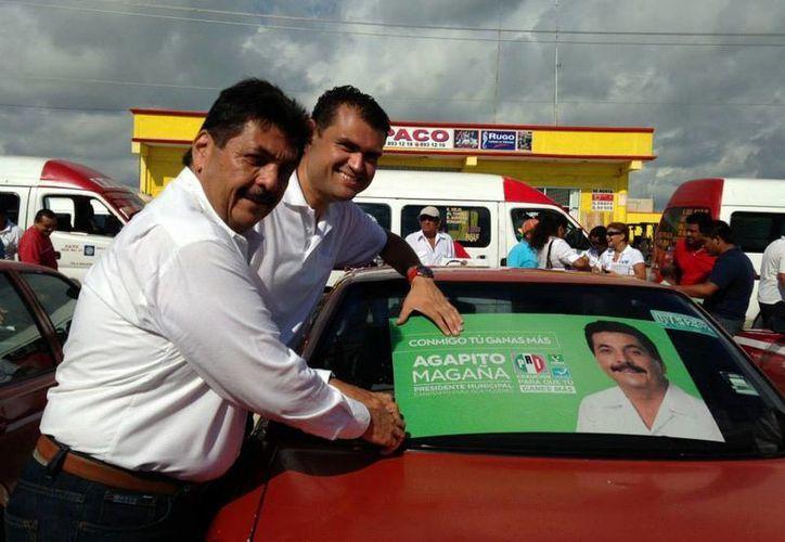 Agapito Magaña Sánchez pegó calcomanías en vehículos. (Lanrry Parra/SIPSE)