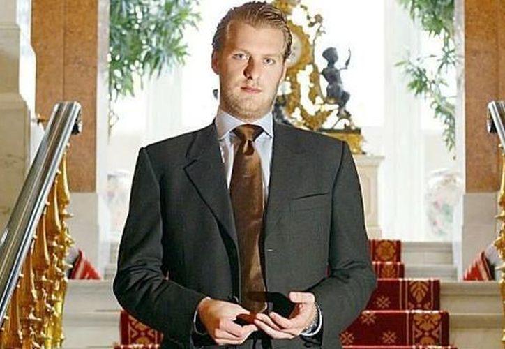 El príncipe Carlos Patrick Godehard cayó desde la terraza del piso 21 de un hotel. (Foto: True News)