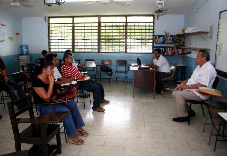 Algunos maestros trabajan en diferentes centros educativos. (Milenio Novedades)