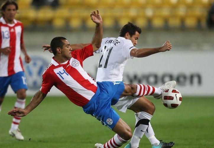 Paulo da Silva, del Toluca mexicano, es uno de los convocados para jugar con Paraguay la Copa América en Chile. (zimbio.com)