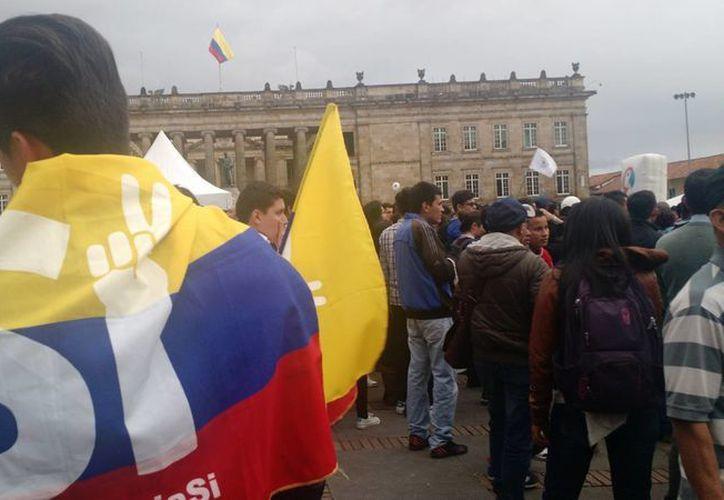 Imagen del 14 de septiembre de 2016, de una manifestaciónen Bogotá, a favor del sí al Acuerdo Final de Paz entre el gobierno y las Fuerzas Armadas Revolucionarias de Colombia (FARC), que será sometido a plebiscito el próximo 2 de octubre. (Archivo/Notimex)
