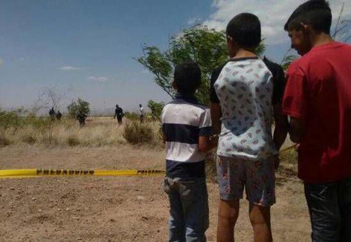 Dos de los asesinos de Christopher ayudaron a la madre a localizarlo; además, los jóvenes mantenían aterrorizada a la colonia por sus constantes amenazas. (noticiasnet.mx)