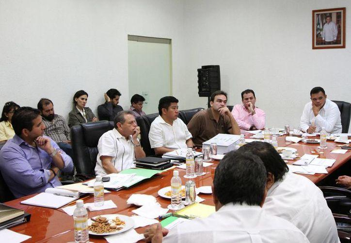 Zapata Bello se reunió ayer con el Gabinete Sectorizado Territorial en búsqeuda de estrategias que activen la economía estatal. (Cortesía)