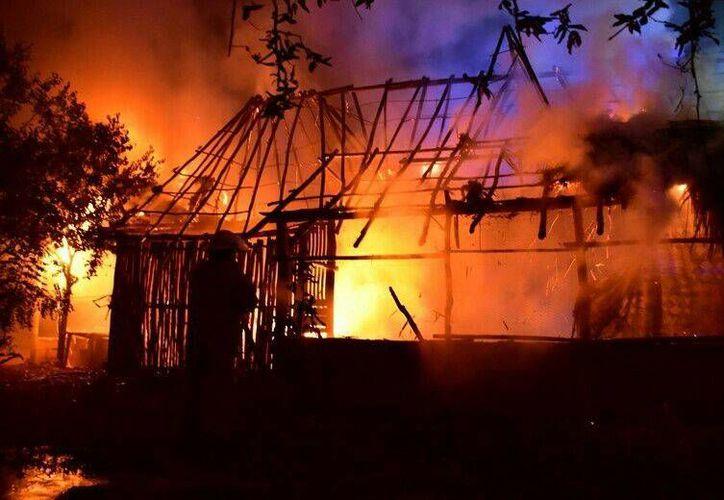 La vivienda de una mujer se incendió; responsabilizó a su expareja del siniestro registrado en Felipe Carrillo Puerto. (Redacción/SIPSE)