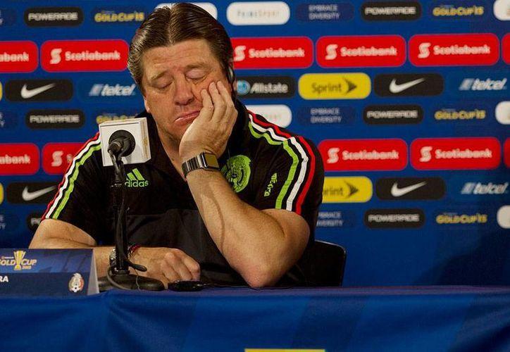 'El Piojo' Herrera tendrá que 'dormirse en sus laureles' unos meses si quiere regresar a dirigir a México: el reglamento impide que dirija algún equipo profesional durante el actual torneo. (Jammedia)