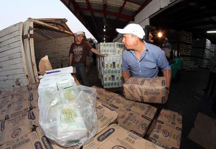 El titular de Sedesol indica que se redoblarán los esfuerzos para buscar rutas alternas para que los productos Diconsa lleguen a Oaxaca. (Notimex)