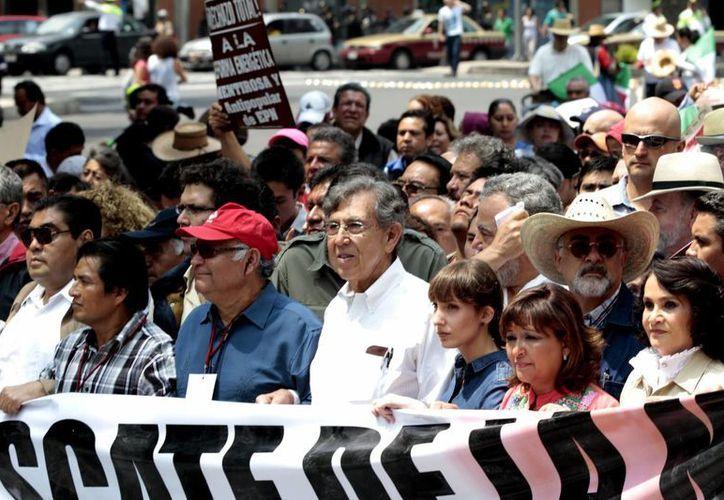Cárdenas Solórzano durante el mitin en la avenida 20 de noviembre. (Notimex)