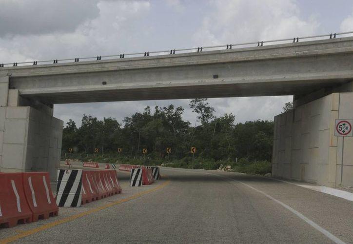 Tratan que las carreteras de la entidad sigan siendo de las mejores en el país. (Tomás Álvarez/SIPSE)