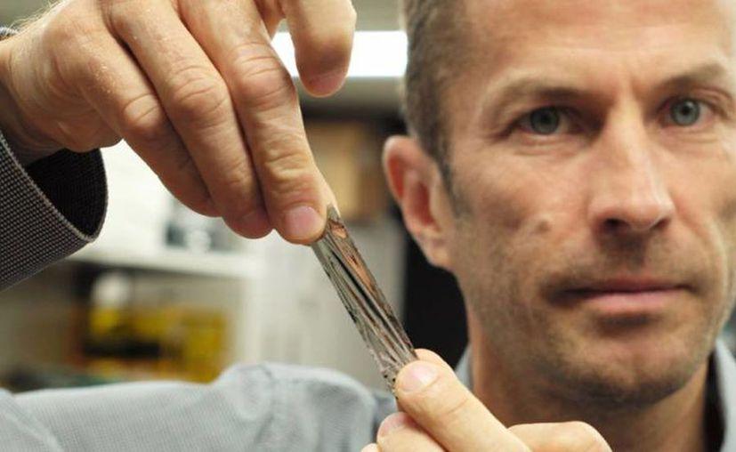El cartucho de  cinta magnética permite almacenar 330 terabytes de datos sin comprimir. (El País)