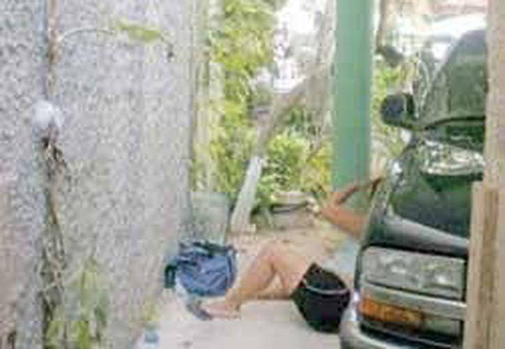 La mujer resbaló y cayó de las escaleras de su casa. (Redacción/SIPSE)