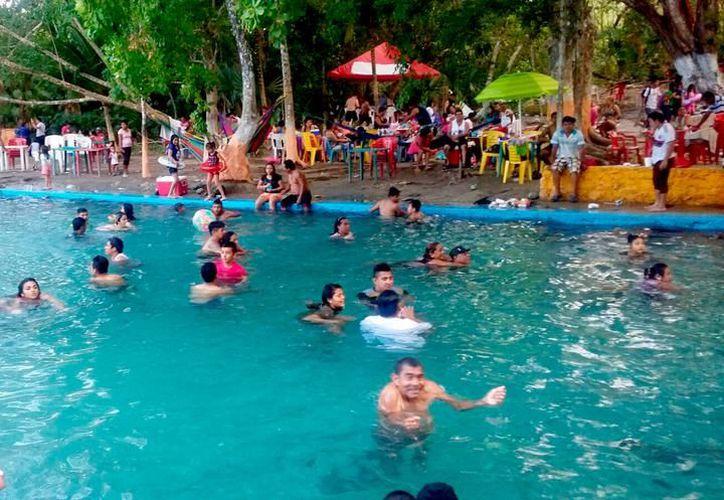 Balnearios aseguran que no se registró un incremento visible de visitantes, sino que se mantuvo el promedio regular de cualquier fin de semana. (SIPSE)