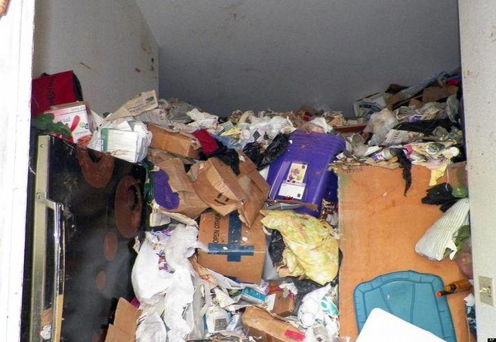 Los policías no se dieron cuenta de la cantidad de cosas que había en la casa de Beverly Mitchel hasta que entraron el jueves a buscar su cadáver. (Foto de contexto/AP)