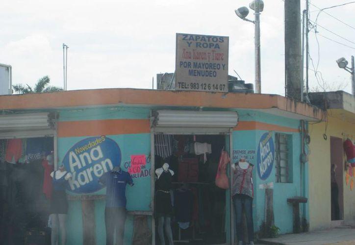 Sólo los negocios de ropa y comida en el Pueblo Mágico tuvieron movimiento comercial durante la celebración a los padres. (Javier Ortiz/SIPSE)