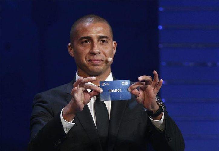 Francia se enfrentará a Rumania en el partido inaugural de la Eurocopa de fútbol 2016. En la imagen, el exinternacional francés David Trezeguet en el Palacio de Congresos de París Francia.- (EFE)