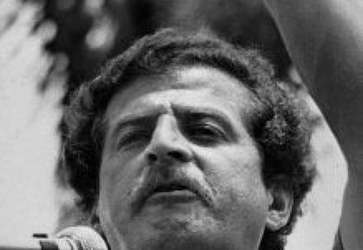 En esta fotografía de archivo de 1982, Luis Carlos Galán habla durante un acto público. (Agencias)