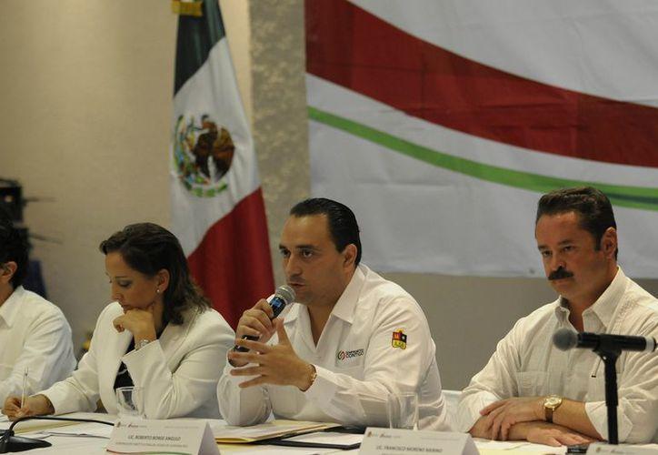 La secretaria federal de Turismo, Claudia Ruiz Massieu Salinas, se reunió con el gobernador del estado, Roberto Borge Angulo, durante su visita a Cancún. (Redacción/SIPSE)