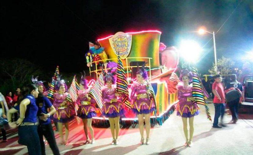 Foto de archivo del Sábado de Carnaval de Mérida 2014, en Xmatkuil. Este año, el festejo será nuevamente en ese recinto, en donde ya sean realizan los trabajos pertinentes. (Facebook)