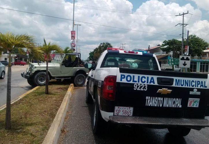 La Dirección de Tránsito de Tulum advirtió que a partir del sábado sancionarán a los conductores que usen el celular frente al volante.  (Rossy López/SIPSE)