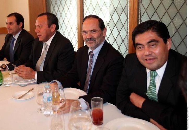 Ernesto Cordero, Jesús Zambrano, Gustavo Madero y Miguel Barbosa, durante la reunión de lideres parlamentarios y presidentes de partidos de la oposición. (Agencia Reforma)