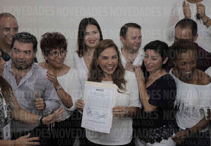 El Ieqroo entregó la constancia a Mara Lezama, como presidenta municipal electa. (Jesús Tijerina/SIPSE)