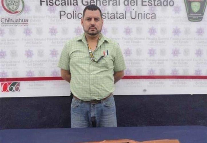 El detenido enfrenta cargos por delitos contra los animales de compañía y actos de maltrato, además de portación ilegal de arma de fuego. (excelsior.com.mx)