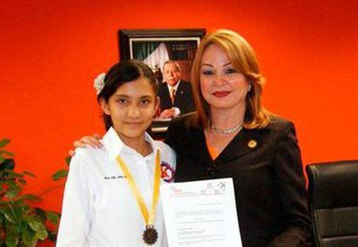 Ganó tamaulipeca premios en ciencia y tecnología en el país y participará en un certamen internacional en Perú, representando a México. (upvictoria.edu.mx/)