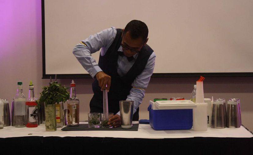 La Cofepris realizó muestreos en bebidas alcohólicas. (Octavio Martínez/SIPSE)