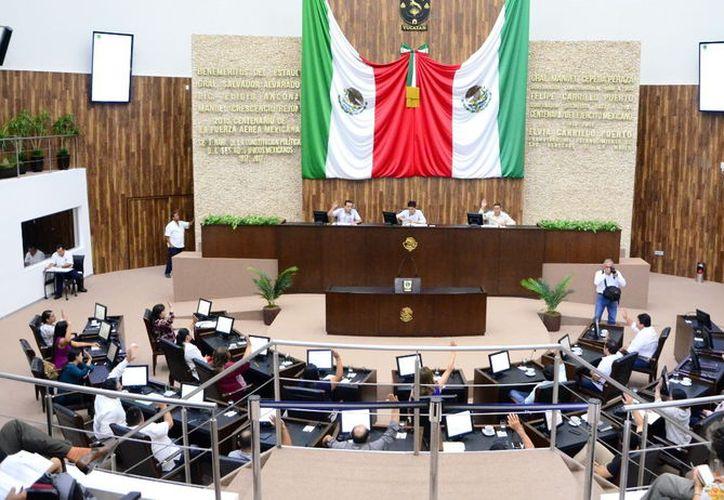 El Congreso del Estado celebró ayer un periodo extraordinario para aprobar 11 asuntos pendientes. (Daniel Sandoval/Milenio Novedades)