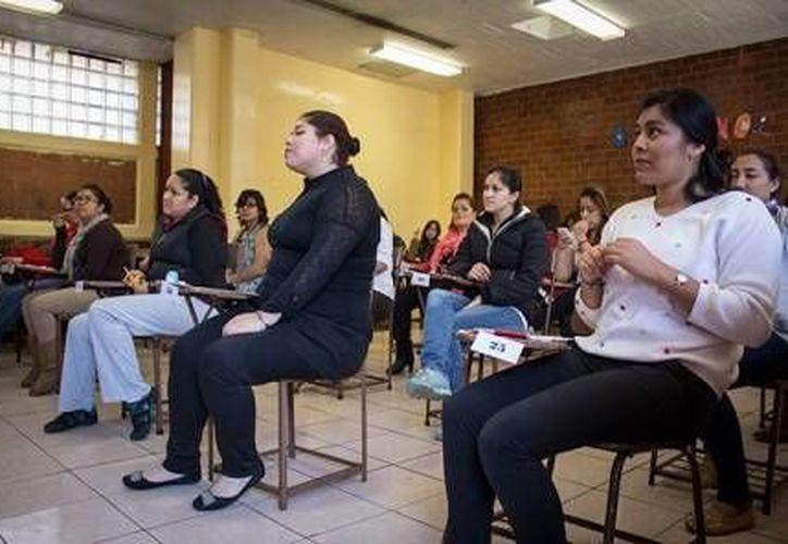 Chuayffet reconoce que algunos maestros acumulan plazas que no corresponden al trabajo real y otros las venden. (excelsior.com.mx)