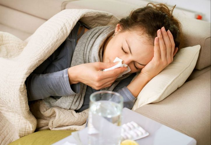 La influenza y la gripe tienen síntomas parecidos, como la garganta irritada, fiebre o tos. (Foto: Contexto)