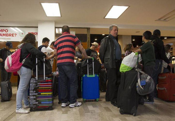 Tres cancelaciones y 22 demoras en vuelos dejaron un total de aproximadamente 2700 afectados  en ocho terminales aéreas del país. (Archivo Notimex)