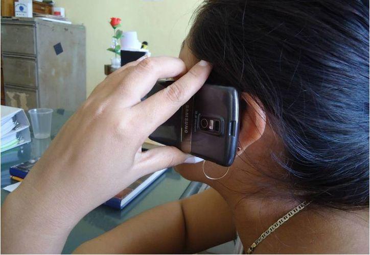 Diputados piden que se hable no sólo de los beneficios sino también de los riesgos de los teléfonos celulares. (Archivo SIPSE)