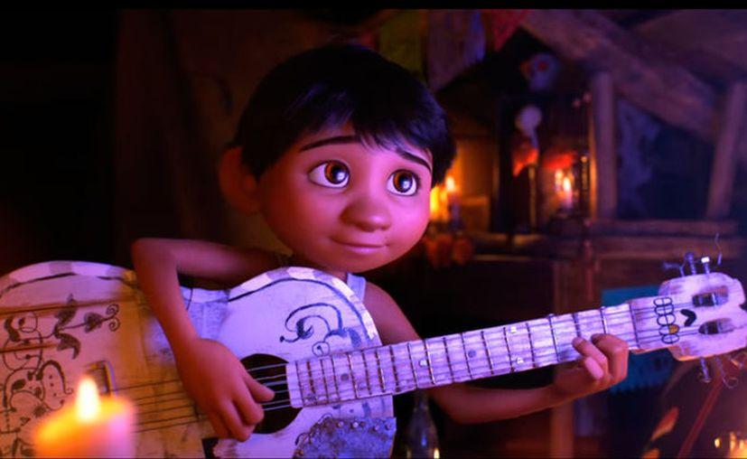 """""""Coco"""", una cinta de dibujos animados, basada en el Día de Muertos en México, se estrenará en noviembre, en Estados Unidos. Este miércoles, Disney Pixar publicó el primer tráiler oficial. (Disney Pixar/YouTube)"""