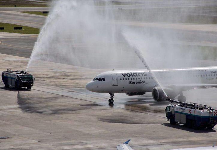 El avión aterrizó ayer en Cancún, proveniente de la Ciudad de México. (Israel Leal/SIPSE)