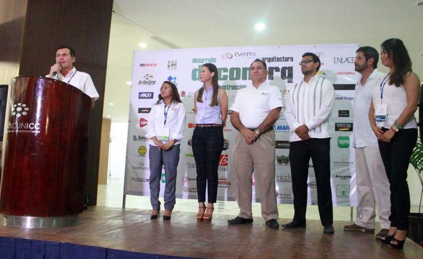 En el evento estuvieron presentes representantes de la Secretaría de Desarrollo Económico, de Economía y de las principales cámaras de la construcción y vivienda. (Luis Soto/SIPSE)