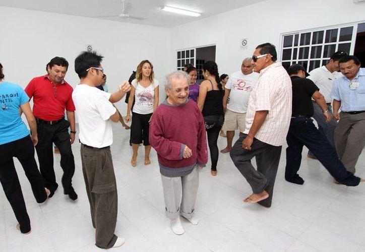 Los participantes conocieron técnicas de yoga. (Cortesía/SIPSE)
